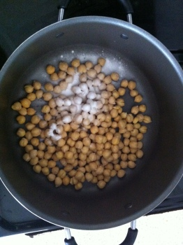 Canned chickpeas in the pot with baking soda.